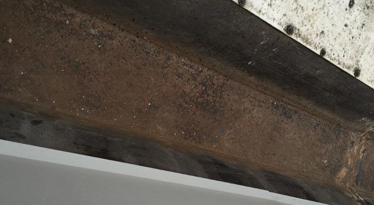 Rusty perimeter gutter