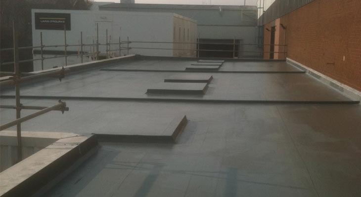 Complete view of the same lower flat roof in the opposite direction