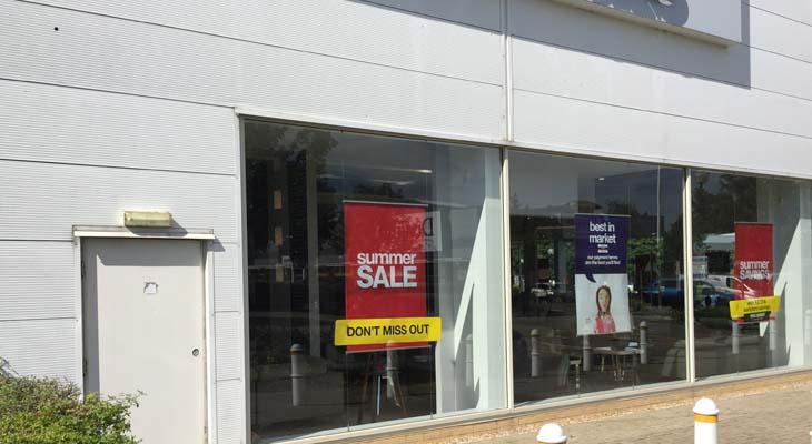 Retail unit front elevation glazing area